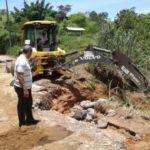 Bruno de Souza acompanha ação emergencial contra chuvas realizada em janeiro passado, numa estrada rural do município (foto: Divulgação)