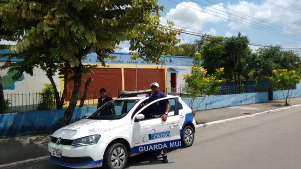 Guardas Municipais fazem ronda escolar na Escola Maria Helena Rafael, em Quatis (foto: Divulgação)