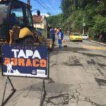 Tapa-buraco: Reparos irão atender toda a extensão da Rua Clodomiro Maia, num total de aproximadamente de 1,5 quilômetro (Divulgação/ Ascom PMR)
