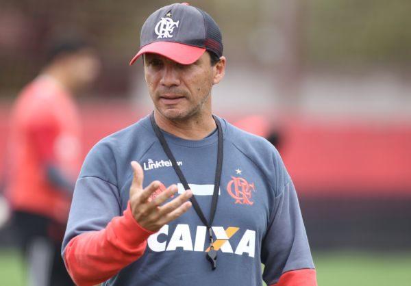 Com elenco: Zé Ricardo começa a ser questionado após eliminações e derrotas
