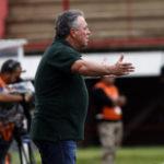 Contrariado: Abel Braga quer atenção dos atletas durante todo jogo