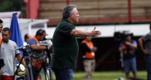 Contrariado: Abel Braga não gostou da atuação de seus atletas, principalmente pelos erros individuais  (Foto: Nelson Perez/Fluminense F.C)