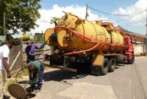 Prefeitura disponibiliza caminhão para desobstruir redes de esgoto na Califórnia