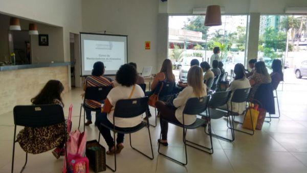 Grupo de mulheres do 'Minha Casa, Minha Vida' participam de curso promovido pela Smac (foto; Adriana Marins)