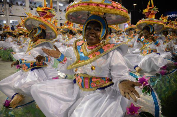 Título após 33 anos: Grande campeã do Carnaval 2017, Portela trouxe para Marquês de Sapucaí um enredo sobre os rios (Foto: Fernando Frazão/Agência Brasil)