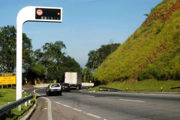 Em risco: Decisão de licitar concessão da Via Dutra pode atrasar duplicação da pista da Serra das Araras