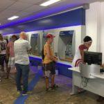 Muita gente uso ou caixa eletrônico para sacar o dinheiro das contas inativas do FGTS (Foto: Cristina Indio do Brasil/Agência Brasil)