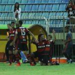 Jogadores do Flamengo comemoram um dos gols marcados sobre o Bangu