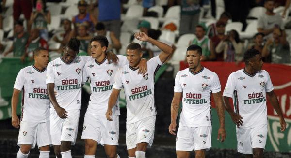 Com estrela: Richarlison (com braço levantado) fez dois gols na vitória de virada do Fluminense sobre o Botafogo (Nelson Perez/Fluminense F.C.)
