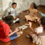 'Dentro da Caixinha': Além de circular por salas de cinema e festivais, a produção tem como objetivo ser exibida dentro de escolas (Foto: Divulgação)