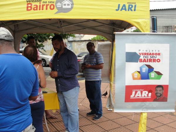 Contato direto: Jari visita o bairro Niterói e conversa com moradores (Foto: Júlio Amaral)