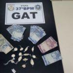 Cocaína e dinheiro foram apreendidos em casa, em Resende (Cedida pela PM)