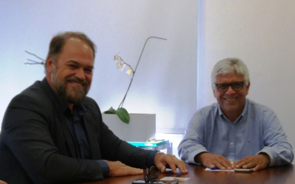 Joselito e Milton Rattes se reúnem na sede do Setrab, no Rio (foto: governo do estado)