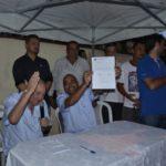 Em mãos: Jorge Serfiotis ao lado do vice-prefeito e secretário de Obras, Ailton Marques, com a ordem de serviço (Foto: Divulgação/Ascom PMPR)