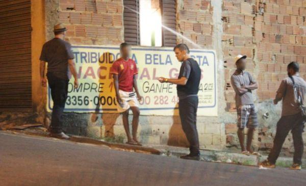 Furtado esteve com os agentes apurando as denúncias que recebeu sobre irregularidades em Pinheiral (Foto: Cedida pela Polícia Civil)