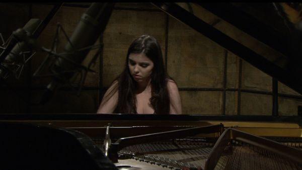 'OSBM pelo Mundo': Em seu primeiro concerto da temporada a OSBM recebe a jovem pianista, Patrícia Glatzl (Foto: Divulgação)