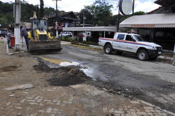 Ruas centrais de Penedo foram atingidas por enchente em virtude do transbordamento do Rio das pedras (foto- PMI)
