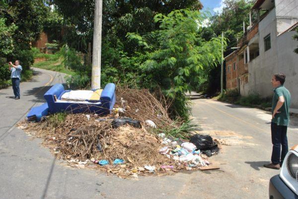 No local: Ednardo visita bairros de Pinheiral para verificar problemas