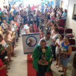 Momento de fé: Imagem de Nossa Senhora Aparecida é recepcionada pelo prefeito Bruno de Souza, no Centro Administrativo (Foto: Divulgação PMQ)