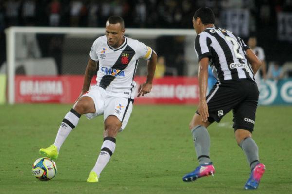 Esperança vascaína: Luís Fabiano tentou e chegou a marcar um gol, anulado pela arbitragem (Paulo Fernandes/Vasco.com.br)