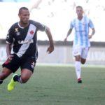 Começando: Luís Fabiano estreou no Vasco com empate diante do Macaé  (Foto: CRVG)