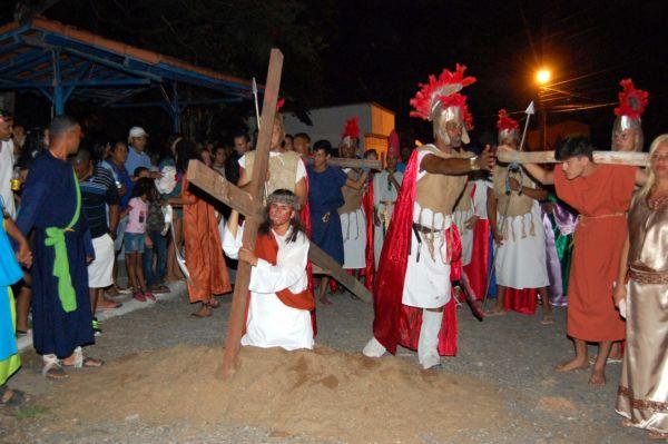 Espetáculo que vem sendo realizado desde 1983 pelas ruas do distrito de Rialto (foto: Chico Assis))