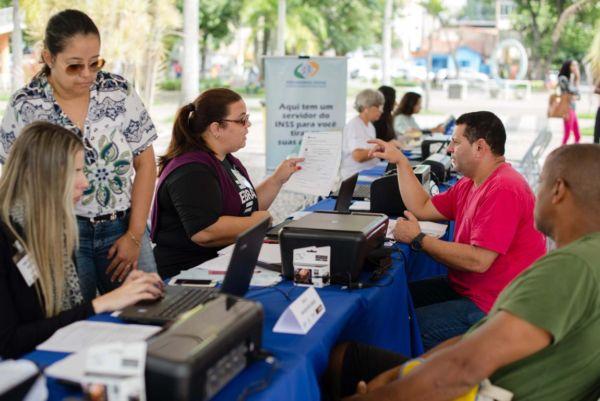 Serviço: Empreendedores individuais e interessados podem tirar suas dúvidas em espaço montado na Praça Sávio Gama (Foto: Gabriel Borges / Ascom PMVR)