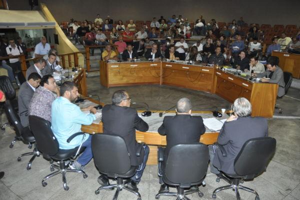 Vereadores voltam a repetir os mesmos votos dados em votação de contas de 2011 (foto: Paulo Dimas)