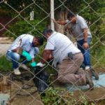 Reparos: Equipe da Secretaria de Água e Esgoto trabalha na ETE do distrito da Califórnia, em Barra do Piraí (Foto:Divulgação/ Ascom PMBP)