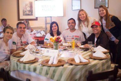 Jornalista Ana Blanc, Celcius, Luciana Amorim Moraes, empresário Davi Moraes, Regina Eidintas, Marco Baptista e Silva e Sílvia Meira, em tempo de feijoada desta coluna