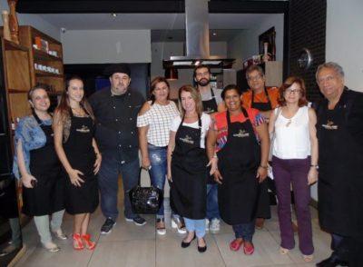 Ao término da aula gourmet  do Escritório do Chef, a satisfação dos alunos participantes, amanhã tem mais