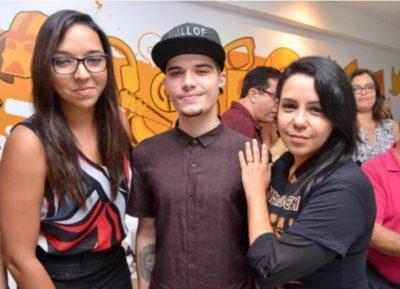 O YouTuber Adam Marcos com Ana Lydia Placido e Thaissa Costa