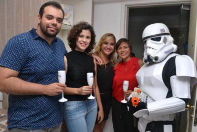 Os arquitetos Fagner Ferreira, Cristiana Moreira , Ana Paula Delgado, a Designer de Interiores Cátia Vianna com o STORMTROOPER