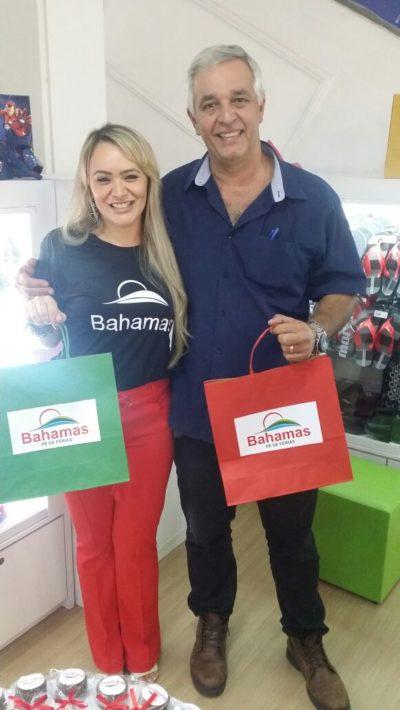 A empresária Geisa Rodrigues Moreira com seu amado, Fernando Golono, na inauguração de seu Bahamas