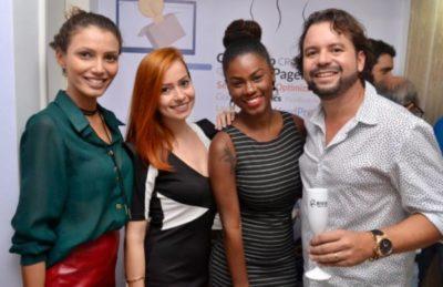 As bloggers Quelsie Salermo e Carolina Piller, a modelo Pamela Suellen e o empresário Whilder Mendonça