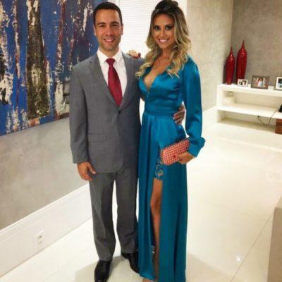 O empresário Paulo Villarejo com sua amada, a médica dermatologista Roberta Loureiro (aniversariante deste domingo)