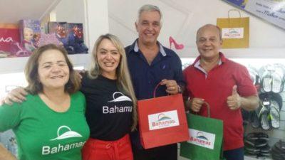 Geisa Rodrigues, entre sua mãe Josélia Rodrigues e Fernando Golono e Enaldo Ramos