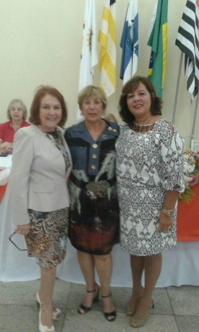 A mais nova integrante da Casa da Amizade de Volta Redonda, Sueli Giovanetti Alves entre Euse Dalboni e Mônica Soares