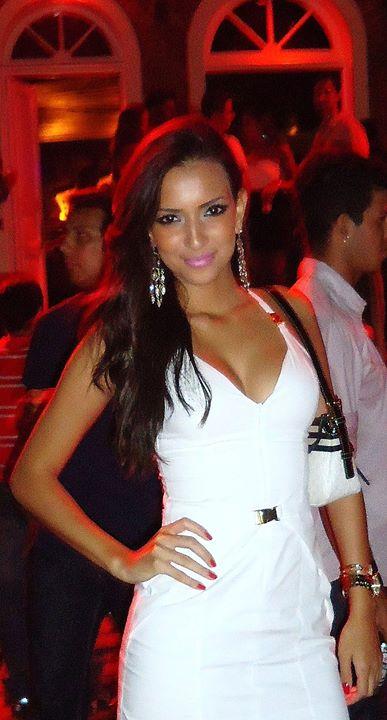 Com glamour: A advogada e modelo Larissa Amitti, muito glamour