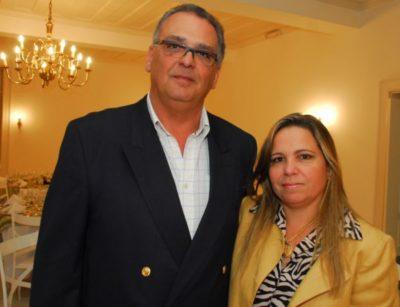 O gerente de Hotelaria da Fundação C.S.N.  Jacques Brunswick com sua amada Carla de Almeida