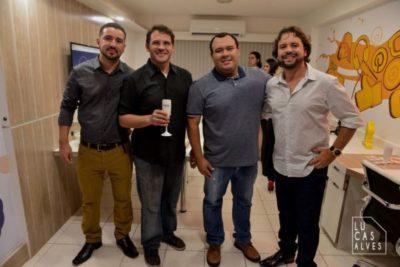 Rafael de Carvalho Neto e Whilder Mendonça recebendo Luís e Marcelo Saviolo