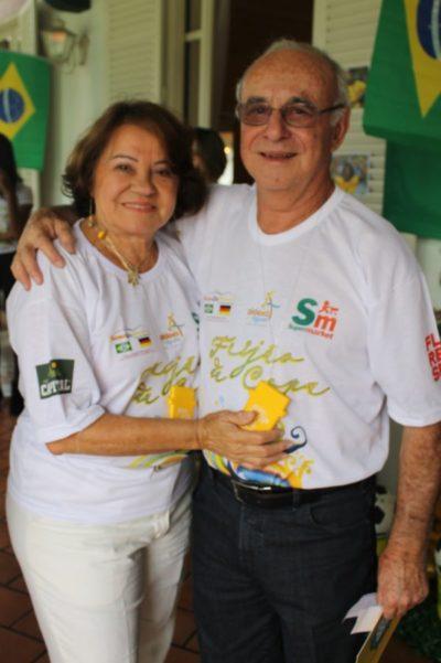 A enfermeira Rosa Lages Dias e o médico Leniel Bairral Dias (aniversariante do dia) em evento desta coluna