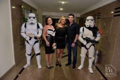 Escoltados pelos STORMTROOPER (Tropa do Império Galáctico de Star Wars): Vanessa Barbosa, Ana Paula Delgado e João Pedro Barbosa