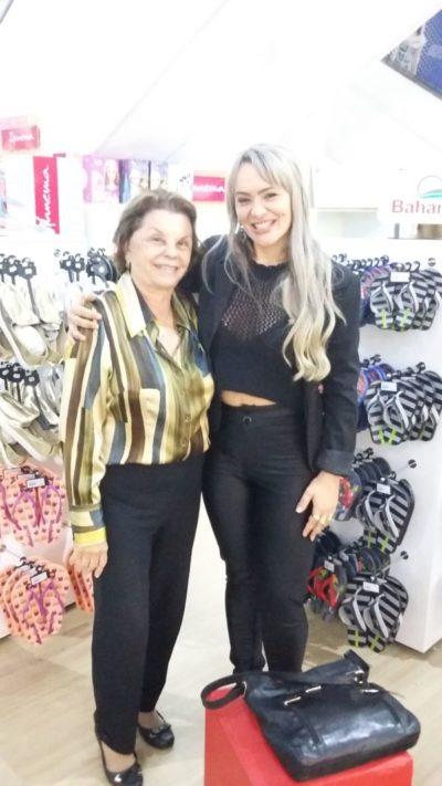Geisa Rodrigues Moreira recebendo Adiléa Barcellos Netto
