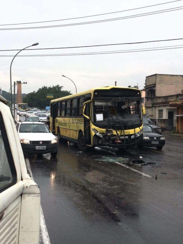 Acidente no Aterrado deixou o trânsito lento pela manhã (foto: Enviada pelo Facebook)