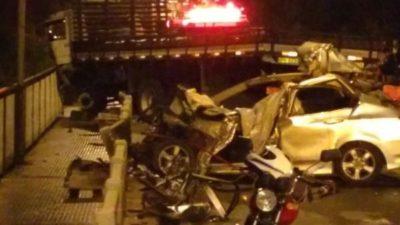 Impacto: Frente do veículo ficou completamente destruída