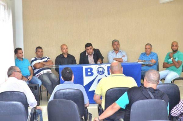 Chegou: Diretoria se reúne para apresentar novo treinador (Foto: Diego Soares)