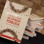 'Pesquisas de opinião pública': Livro é ilustrado com tabelas e infográficos (Fotos: Divulgação)
