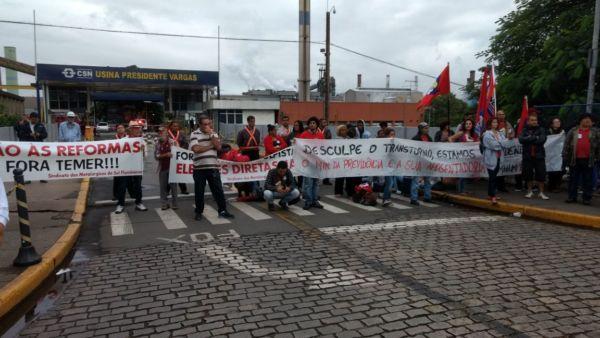 Manifestantes bloquearam entrada da CSN