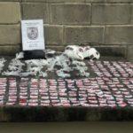 Droga estava escondida na bolsa de uma mulher que foi presa em Barra do Piraí (foto: Cedida pela PM)